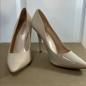 Guess Nude Paten leather heels sz 8.5M